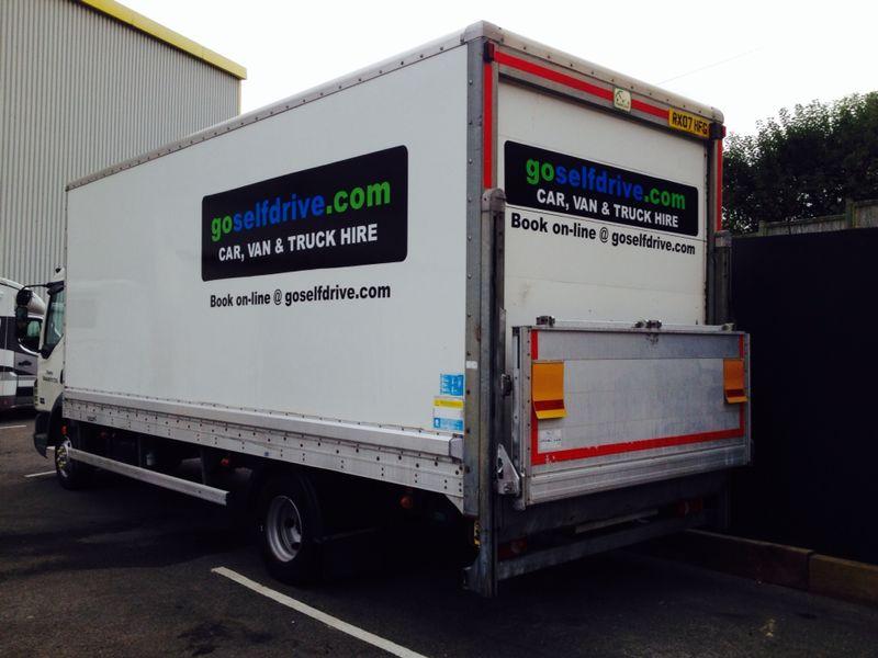 6c2683b6f8a4b7 7.5t Truck with Tail Lift Hire